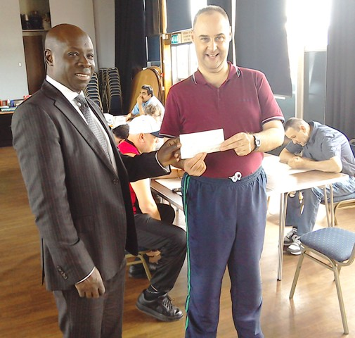 WM W. Bro Francis Mainoo presenting £200 to one of the helpers at One to One